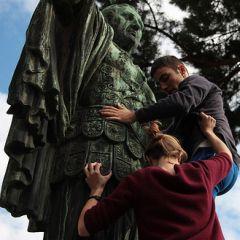 Studenti sui monumenti