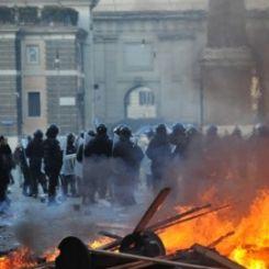 Gli scontri in Piazza del Popolo