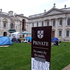 Studenti piantano le tende a Cambridge contro il taglio delle borse di studio