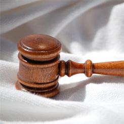 Finisce gli esami di giurisprudenza in 2 anni