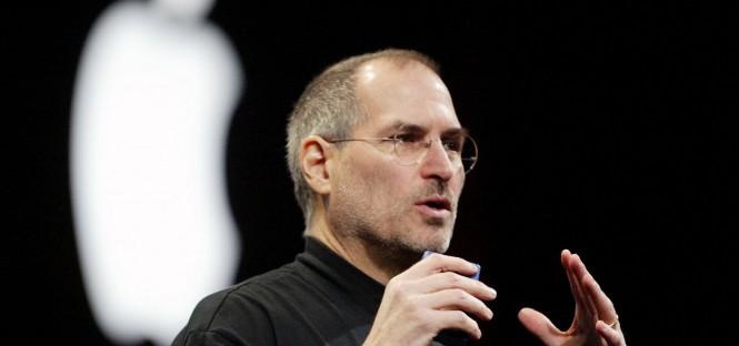 San Pietroburgo un iPhone gigante per ricordare Steve Jobs