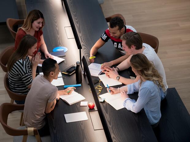 Puoi studiare e lavorare all'estero con la borsa di studio EF